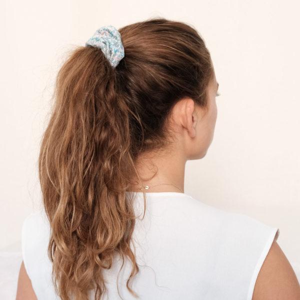 Chouchou chute tissu bleu à fleur liberty