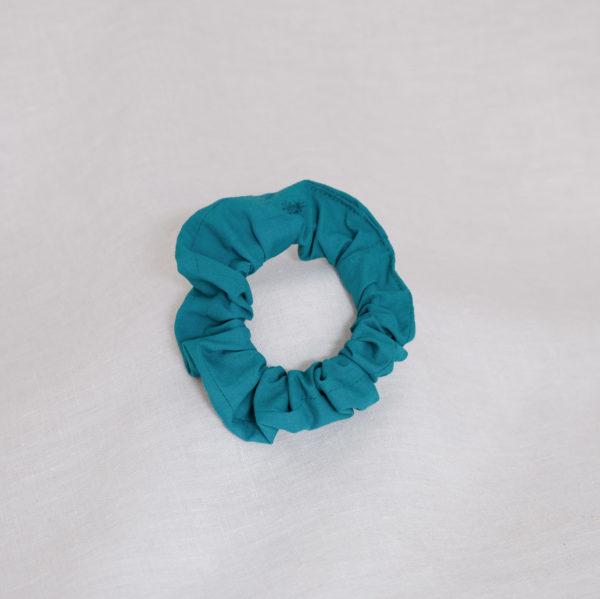 Chouchou en chute de tissu bleu vert