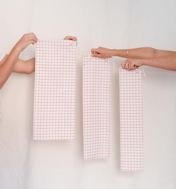Exemple de 3 tailles de sac à baguette carreau rouge